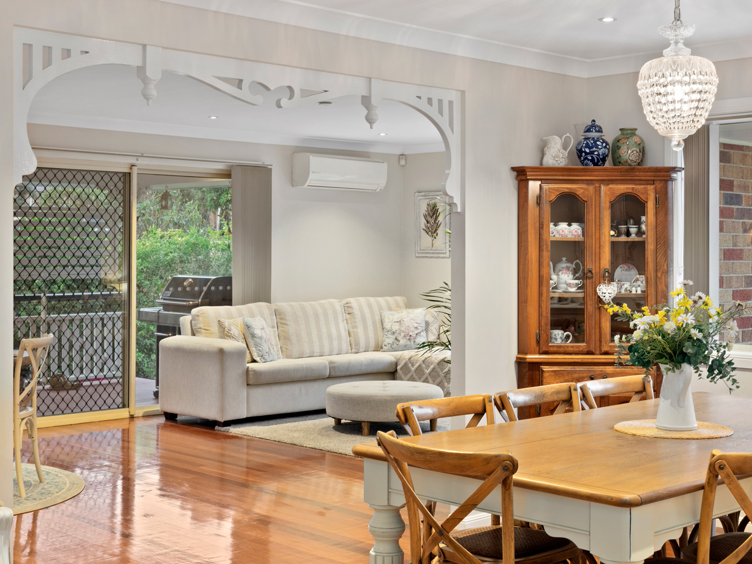 Photographing a home for sale at Kuraby