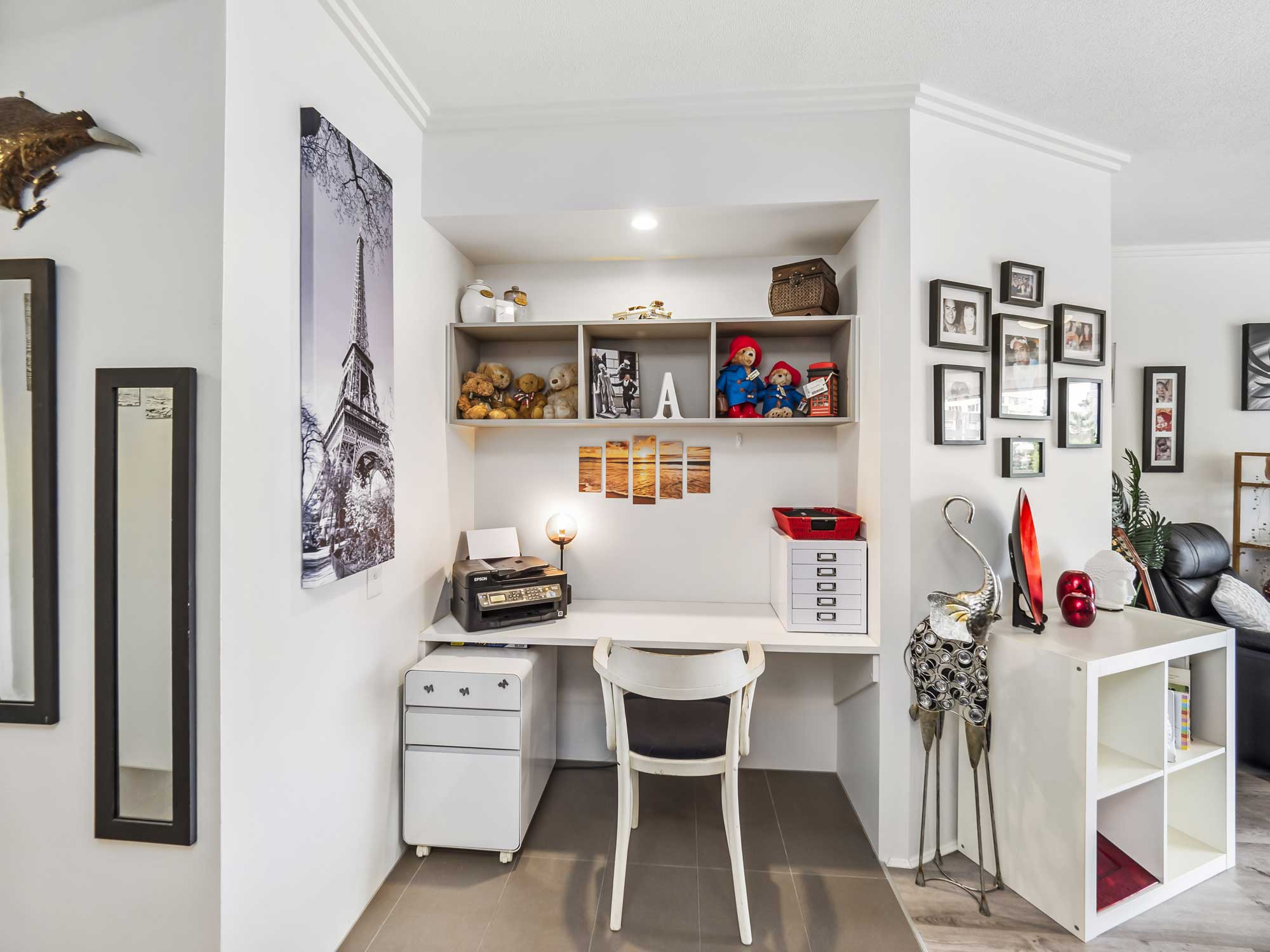 Real estate photography of Kangaroo Point apartment for sale - the study nook