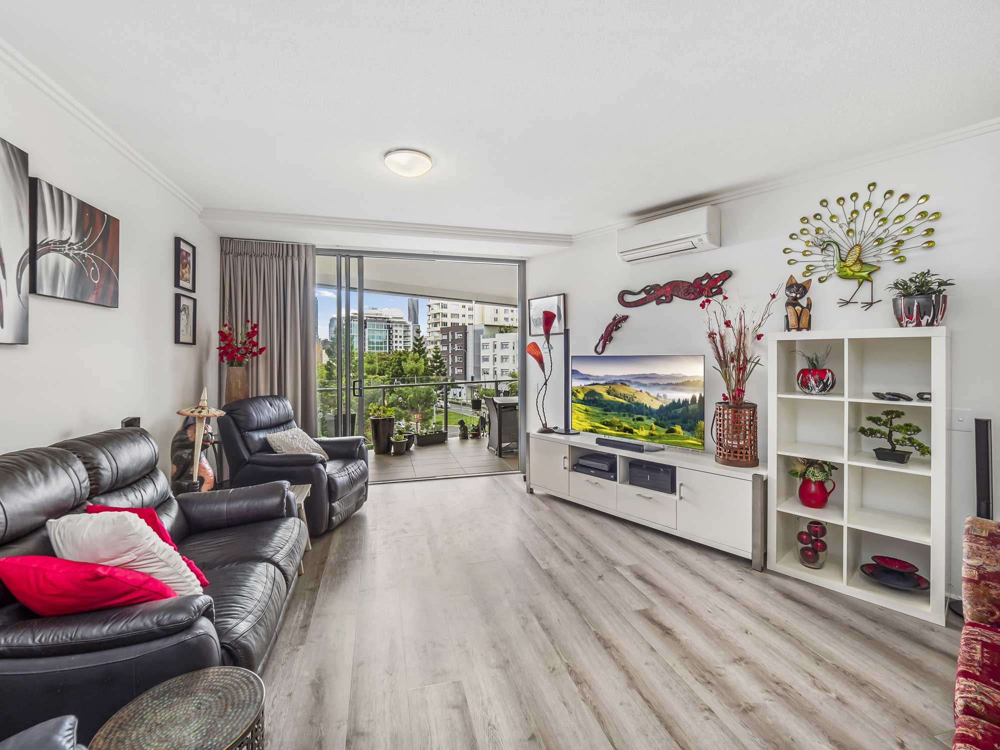 Real estate photography of Kangaroo Point apartment for sale - the main living area
