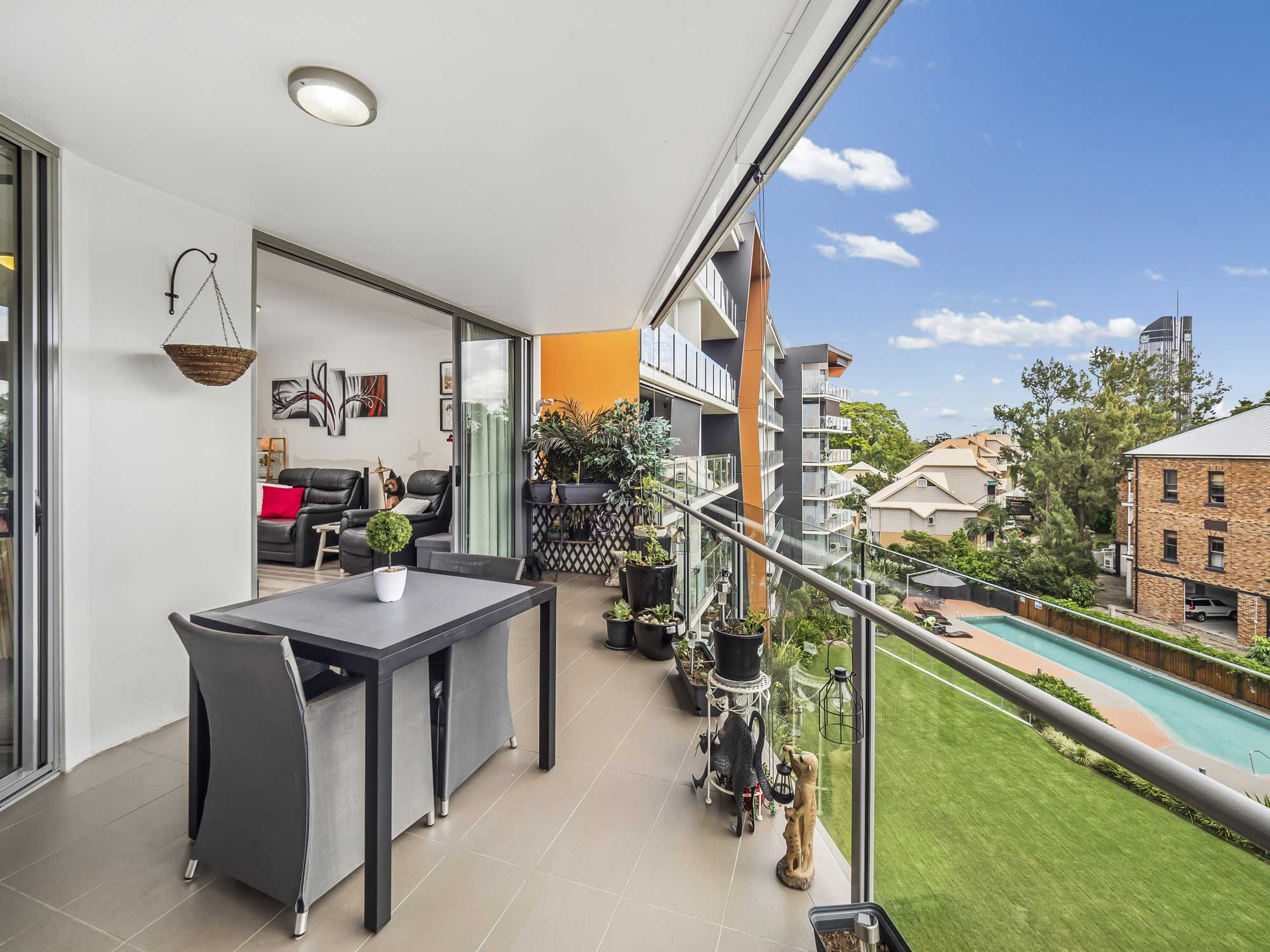Real estate photography of Kangaroo Point apartment for sale - the balcony