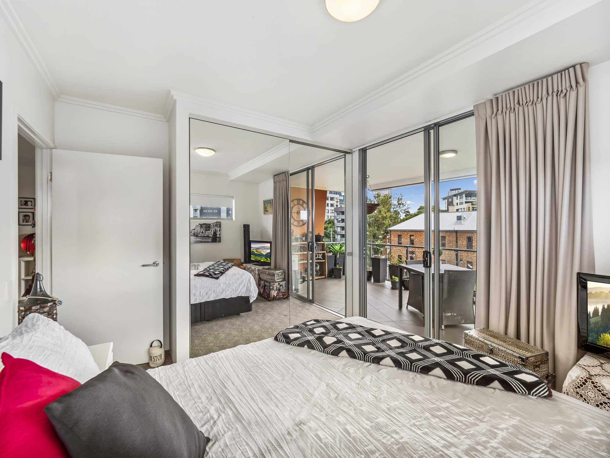 Real estate photography of Kangaroo Point apartment for sale - the bedroom