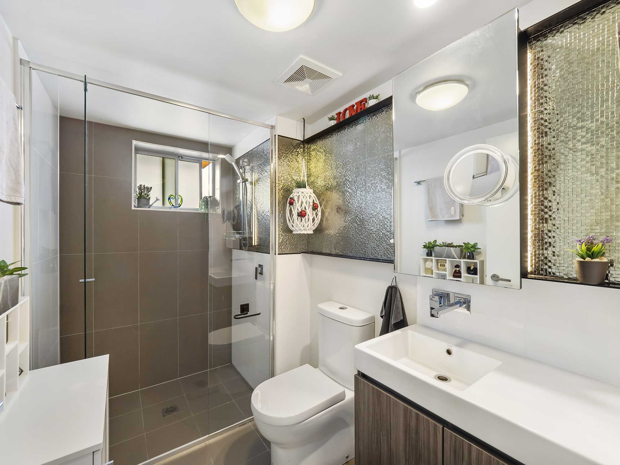 Real estate photography of Kangaroo Point apartment for sale - the bathroom