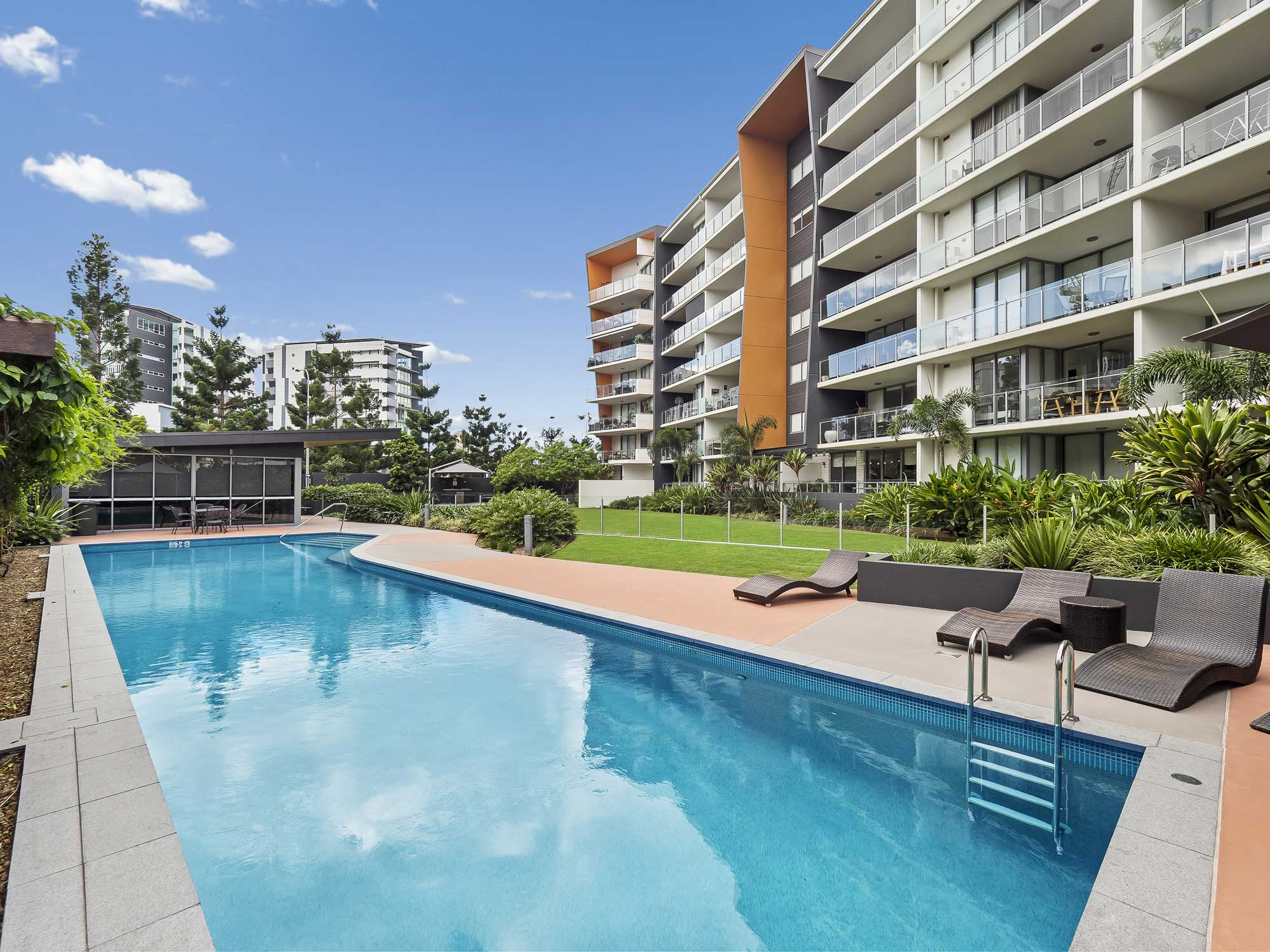 Real estate photography of Kangaroo Point apartment for sale - the pool area