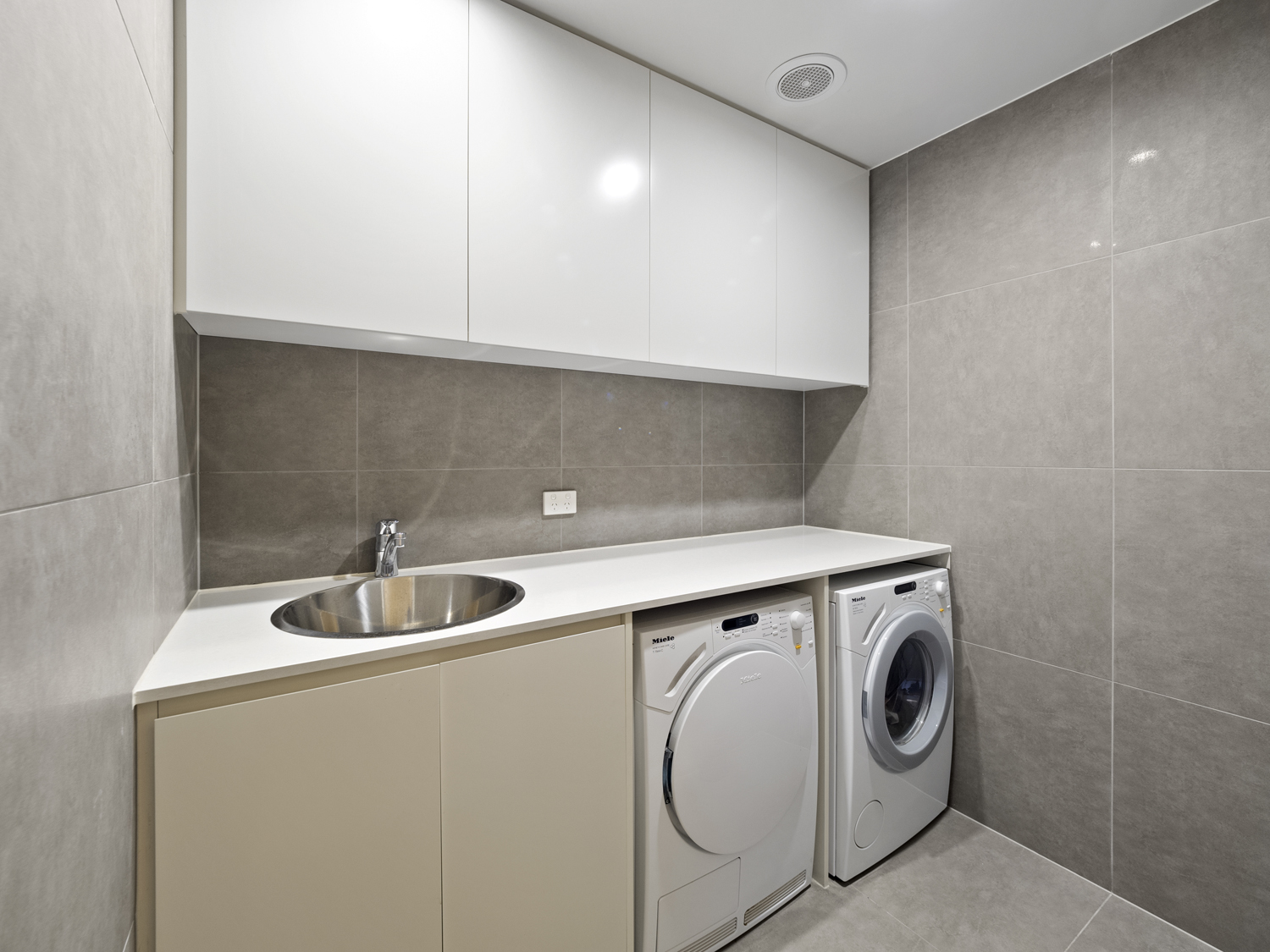 The laundry - 9 Edmonstone St South Brisbane apartment photography