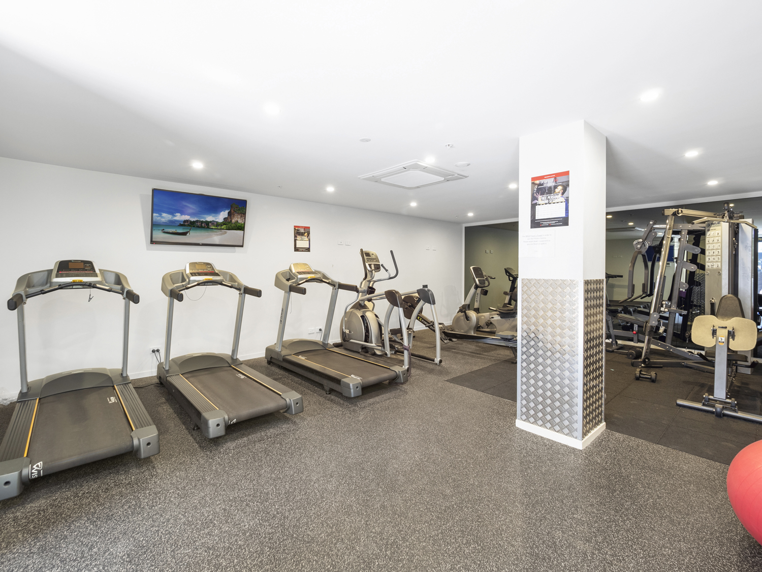 The gym - 9 Edmonstone St South Brisbane apartment photography