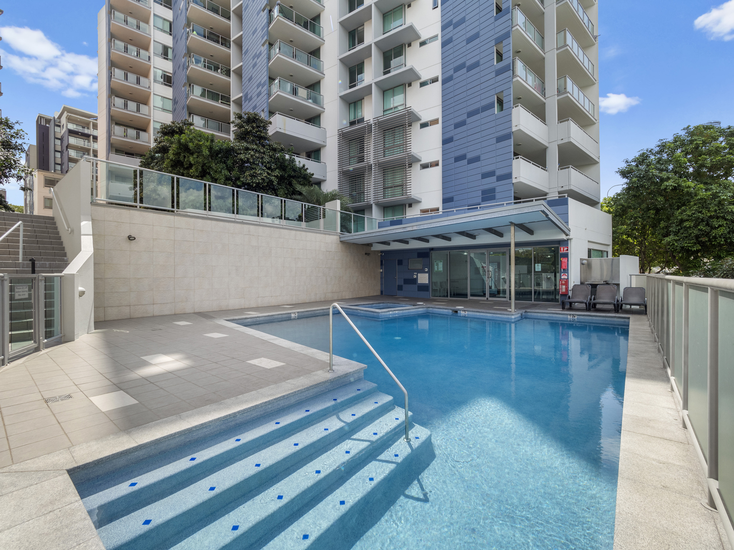The pool area - 9 Edmonstone St South Brisbane apartment photography