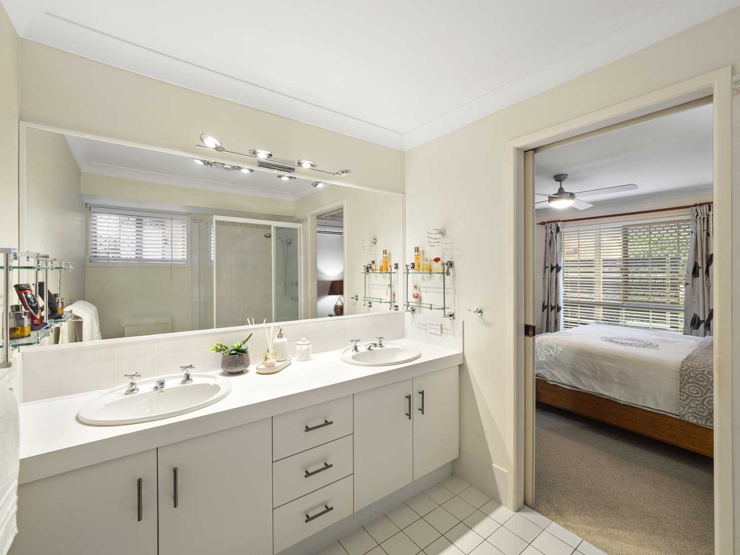 The ensuite - photographing a home for sale at Kuraby