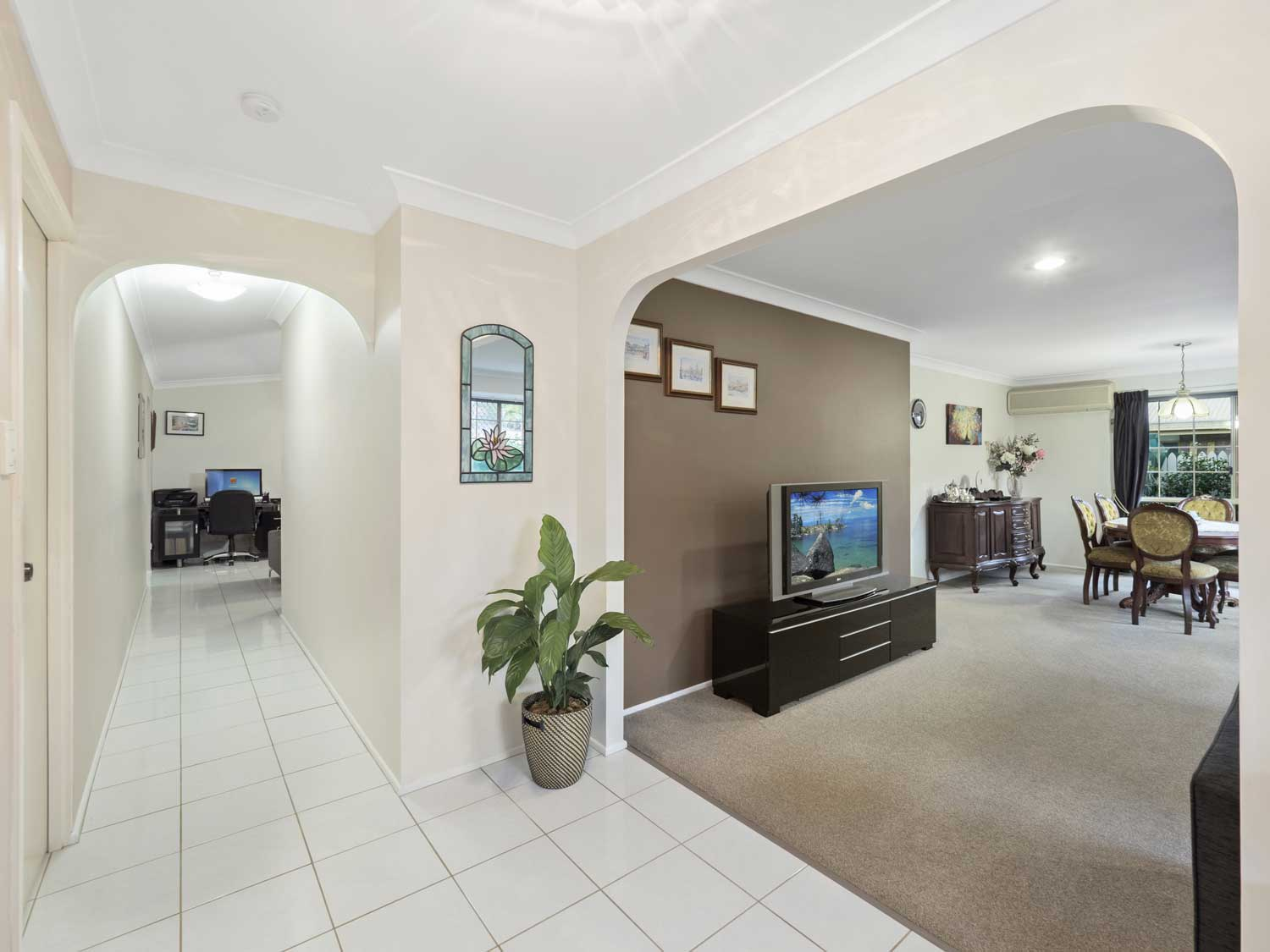 The entrance area - photographing a home for sale at Kuraby