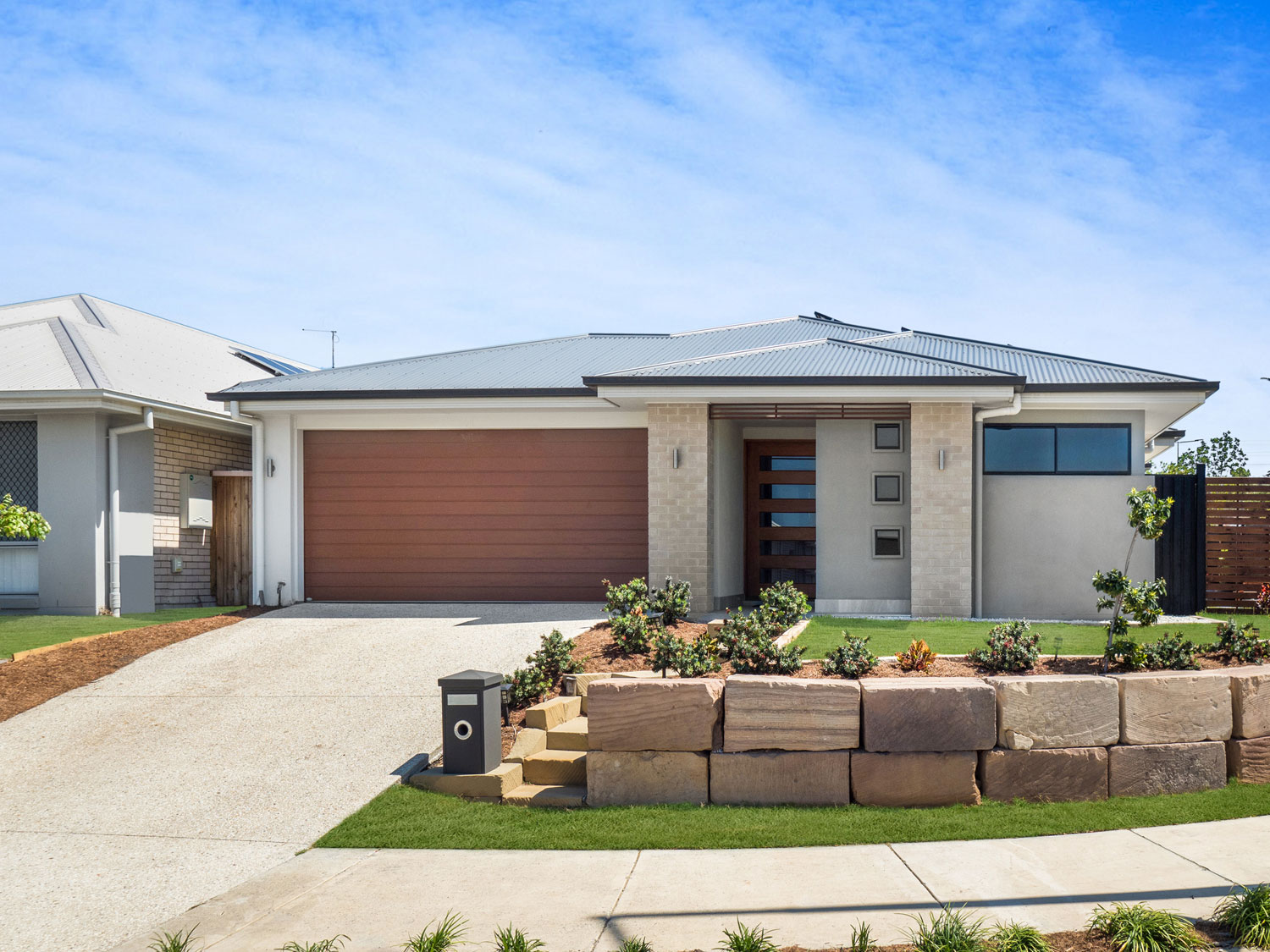 12 image photoshoot package - capturing all the beautiful living spaces of a home for sale at Waterford, a suburb approximately 1hr drive south of Brisbane.